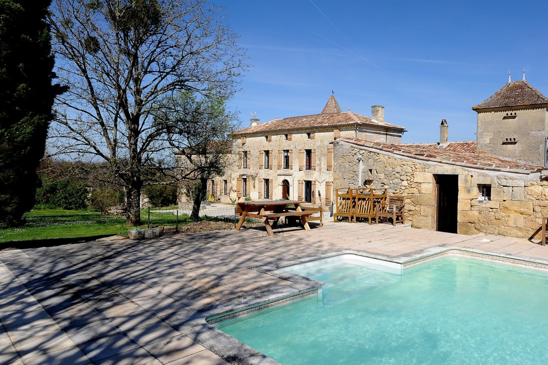 Château Medieval Exterior and Pool Large