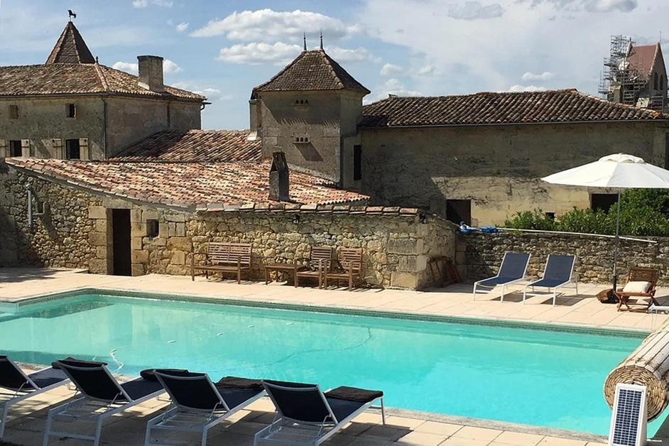 Château Medieval Pool
