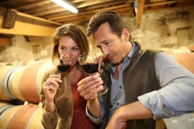 wine-tasting-couple-2