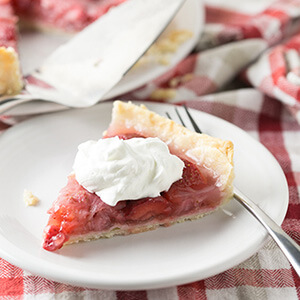From her book of handwritten retro recipe cards and clippings, my grandmother's strawberry pie might be my favorite thing she made. It's easy and so tasty! | recipe from Chattavore.com