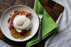 What's not to love about crispy potatoes topped with corned beef and a fried egg? Boxty with corned beef is a great way to use up St. Patrick's Day leftovers! | recipe from Chattavore.com