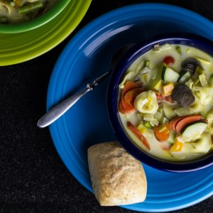 Tortellini primavera soup from @Chattavore is the perfect way to welcome spring with lots of fresh vegetables and cheese tortellini!