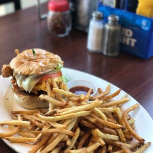 Mike's Pizza and Burgers is a popular hotspot for (what else) pizza and burgers (and chicken sandwiches and hot dogs!) in Fort Oglethorpe, Georgia! | restaurant review from Chattavore.com
