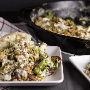Who can turn down dinner that's made in one skillet? This chicken bacon alfredo skillet is a complete meal with minimal clean-up!   recipe from Chattavore.com