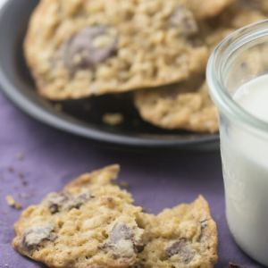 If you need an easy treat, these one bowl oatmeal chocolate chip cookies are perfect and require minimal dishwashing. No raisins here! #cookies #oatmealcookies #baking #onebowlbaking | Recipe from Chattavore.com