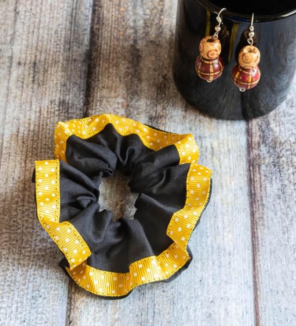 Scrunchie Black Yellow 2 https://chaturango.com/handmade-scrunchies-black-and-yellow-bordered/