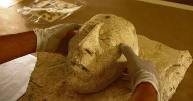 Máscara de estuque King Pakal