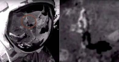 Curiosamente, a imagem do homem na superfície lunar não carregava a mochila de segurança que os astronautas usavam durante as missões espaciais