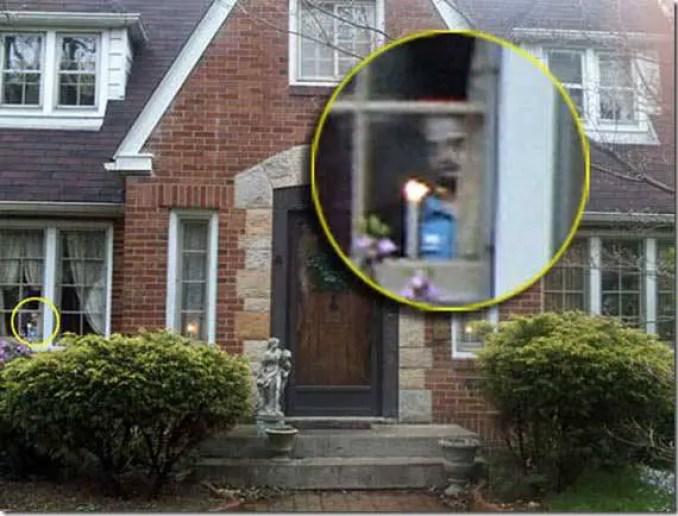 Uma fotografia tirada de uma casa em Ravenna, no estado norte-americano de Ohio, parece mostrar o rosto de uma menina olhando para fora de uma janela