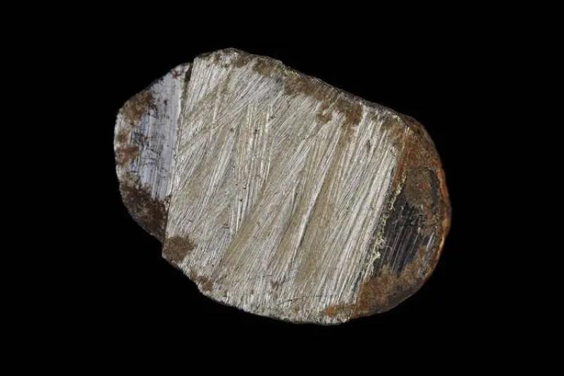 um pequeno pedaço de 210 gramas de rocha
