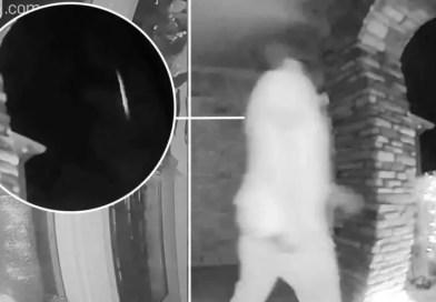 homem é sequestrado - Câmera de segurança da casa captura o momento em que o homem é sequestrado