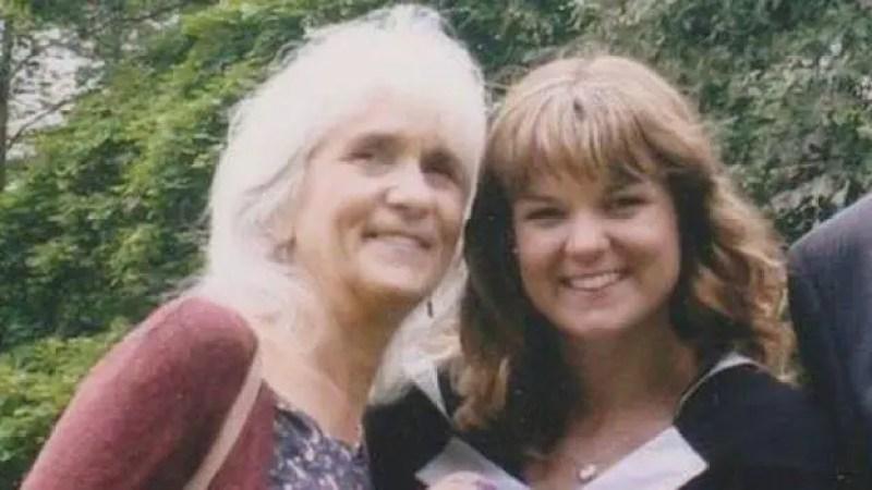 Jo Cameron (esquerda) só descobriu que era diferente aos 65 anos, depois de uma cirurgia