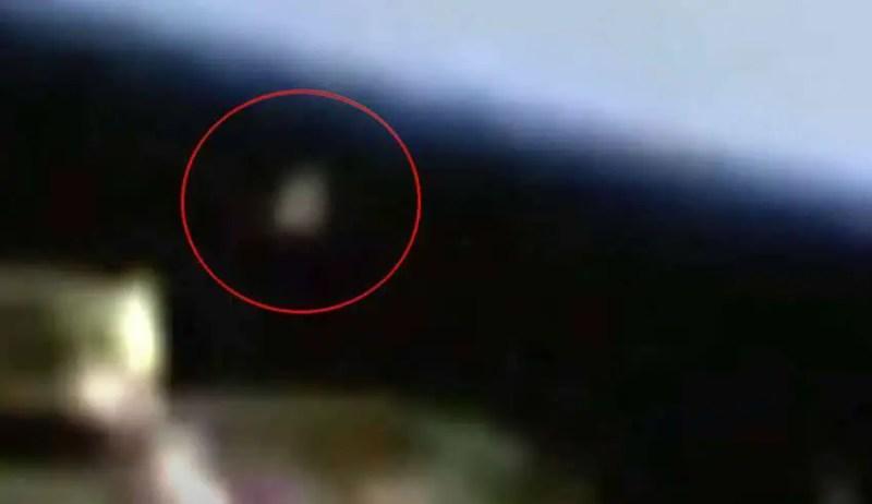 Um misterioso 'objeto metálico' aparece várias vezes perto da Estação Espacial Internacional