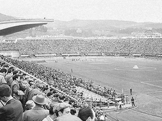 objetos voadores não identificados apareceram sobre um estádio em Florença . O incidente ocorreu em 27 de outubro de 1954