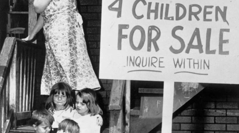 A triste história por trás das 4 crianças colocadas à venda por sua própria mãe