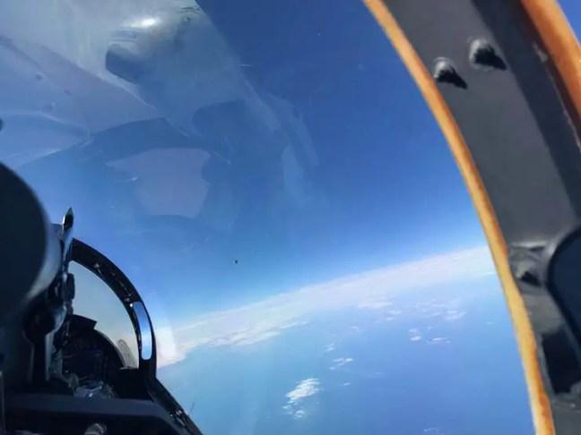 uma foto vazada que nunca foi tornada pública antes, relatos de 'Fenômenos Aéreos Não Identificados'
