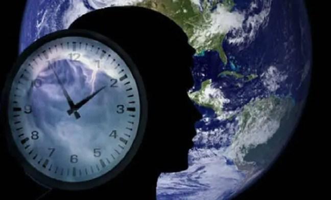 Os responsáveis por monitorar a rotação do planeta e os 260 relógios atômicos que existem são os oficiais do Serviço Internacional de Sistemas de Referência e Rotação da Terra Iers, em Paris.