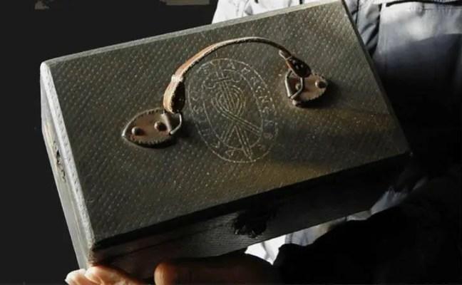 Uma misteriosa caixa com crânios extraterrestres encontrados na Rússia