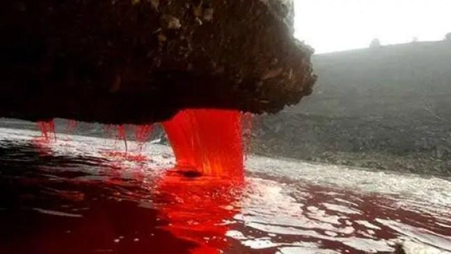cachoeiras vermelho-sangue