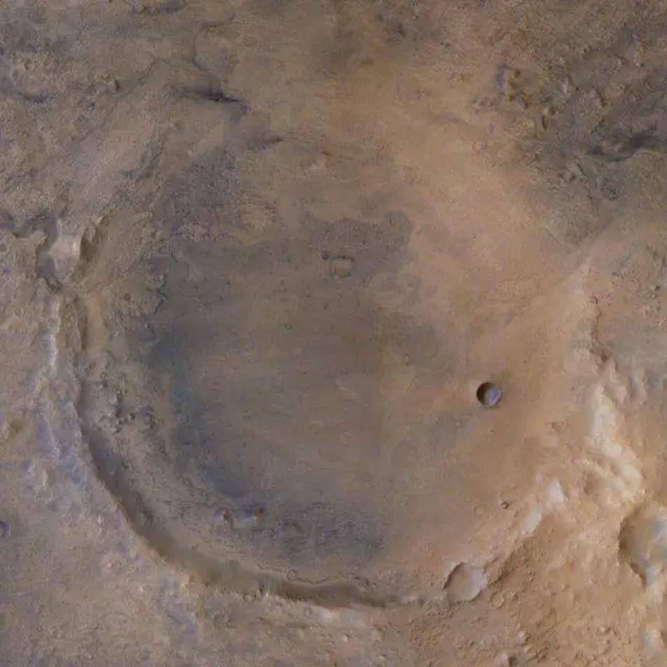O local exato de pouso do Perseverance é a área com um círculo branco na imagem abaixo, que está dentro da cratera Jezero.