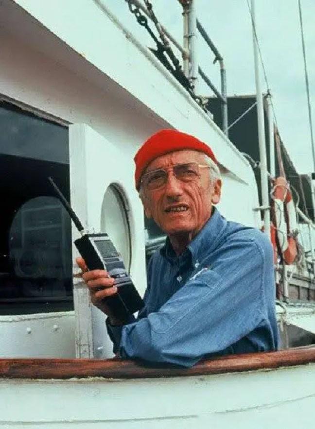 Jacques - Yves Cousteau no navio Calypso.