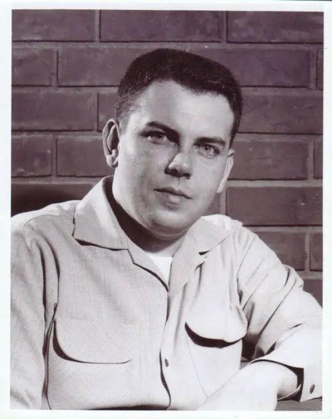 Edward J. Ruppelt nasceu em 17 de julho de 1923 em Grundy Center, Iowa, EUA como Edward James Ruppelt. Ele era casado com Elizabeth Ann Clay. Ele morreu em 15 de setembro de 1960 em Long Beach, Califórnia, EUA.