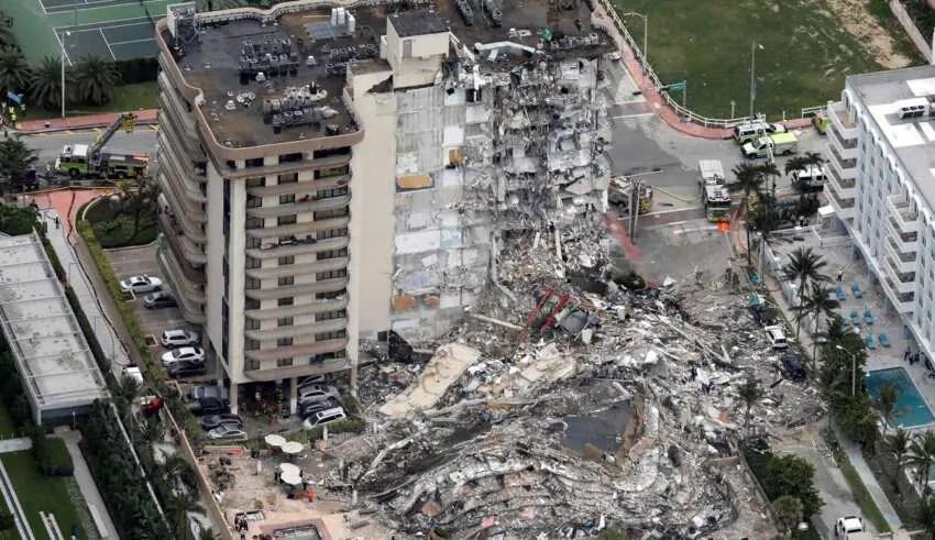 Imagem aérea do prédio logo após o desastre.