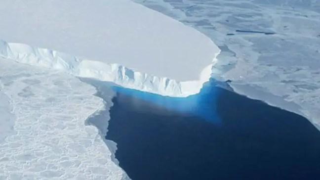 A geleira Thwaites da Antártica enfrenta um ataque de calor do céu, do mar e do subsolo.