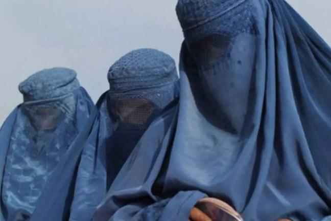 Mulheres que são vítimas do Talibã.