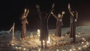 Bruxas de todo o mundo se unem para organizar um mega ritual contra o Talibã.