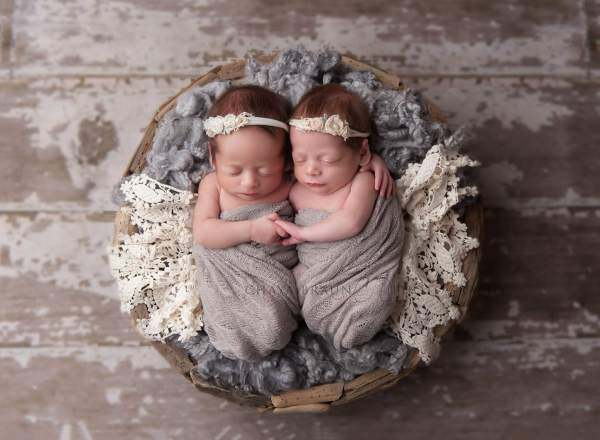 newborn baby twins photographer in Baltimore