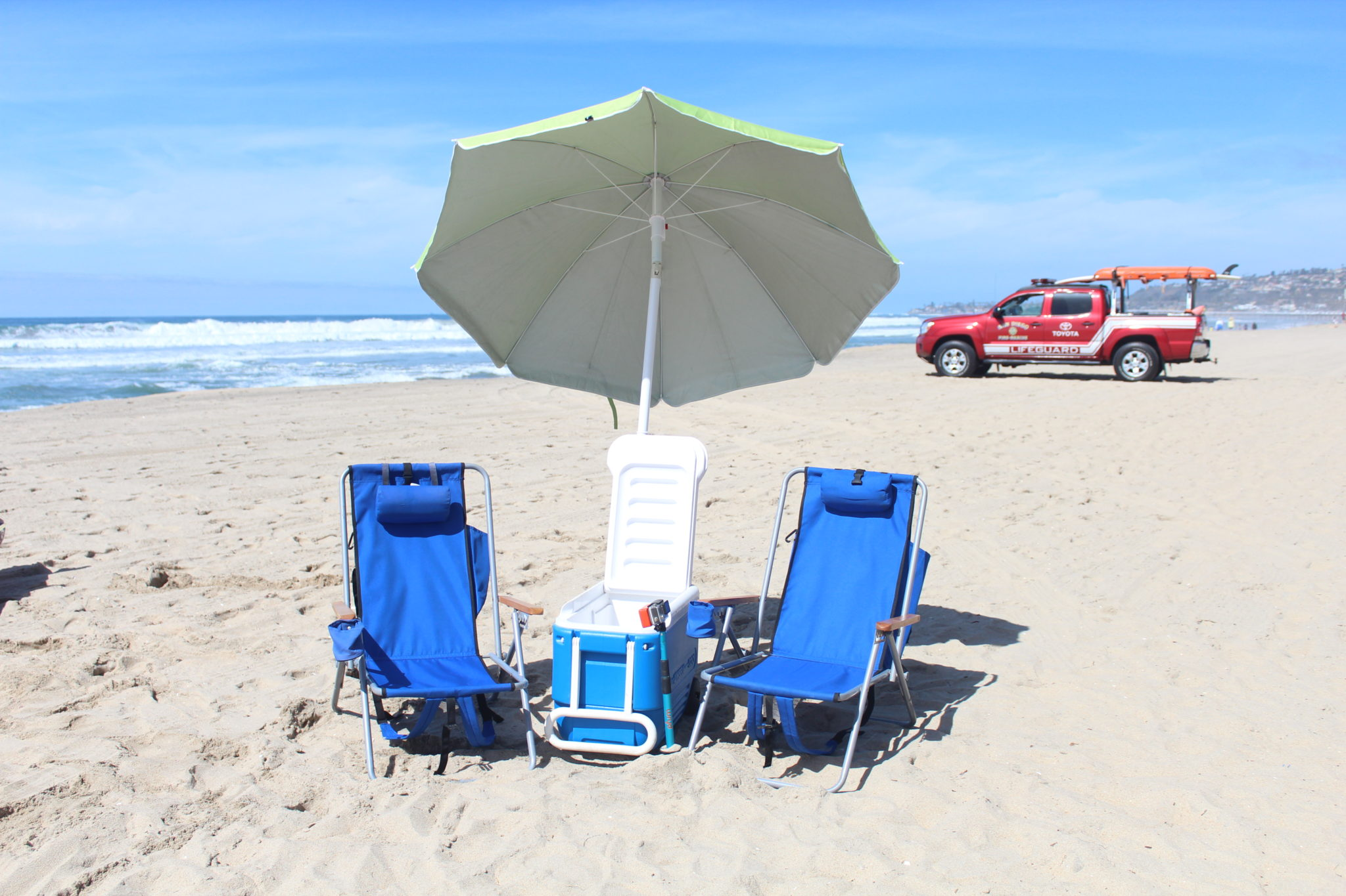 best inexpensive beach chairs chair cover hire telford umbrellas and more cheap rentals