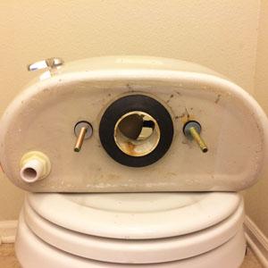 Como Arreglar Una Fuga De Agua Del Tanque Del Inodoro