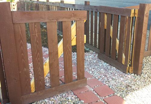 Como hacer un port n de madera para una cerca for Como hacer una puerta de madera