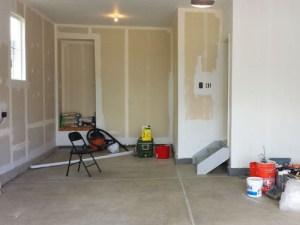 Pintando las paredes y el techo del garaje