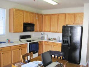 Builder grade kitchen, before starting my DIY kitchen remodeling project