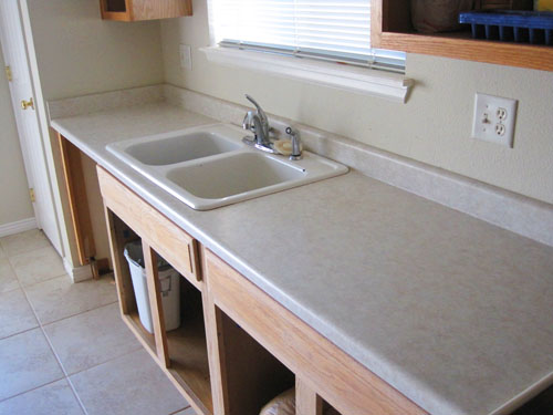 Old laminate countertops, sink and faucet, all of them replaced as part of my DIY kitchen remodeling project