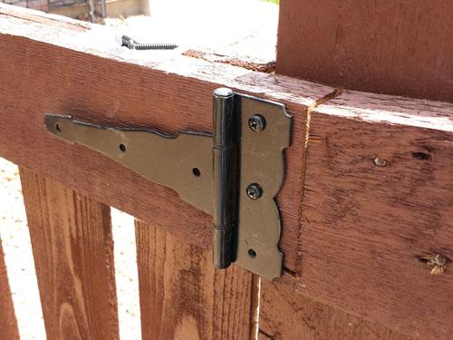 installing fence gate hinges