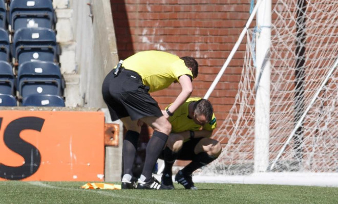 Funny : Referee Gives Linesman Red Card For Vomiting On The Touchline 9