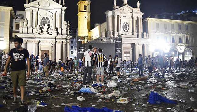 Almost 400 Juventus Fans Were Injured In Turin Bomb Scare 6