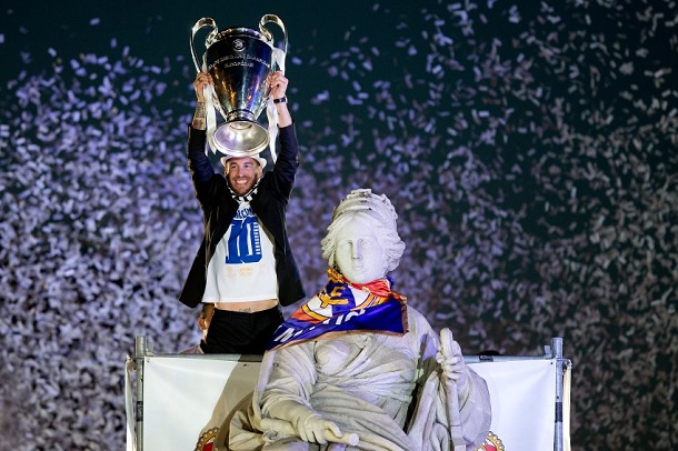 Photo: Real Madrid Return To The Street Of Madrid As Living 'Legends' 19