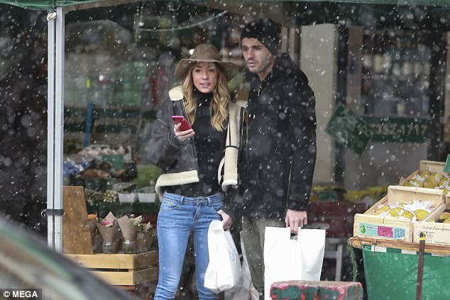 Alvaro Morata And Pregnant Wife Alice Campello Goes Shopping In London 11