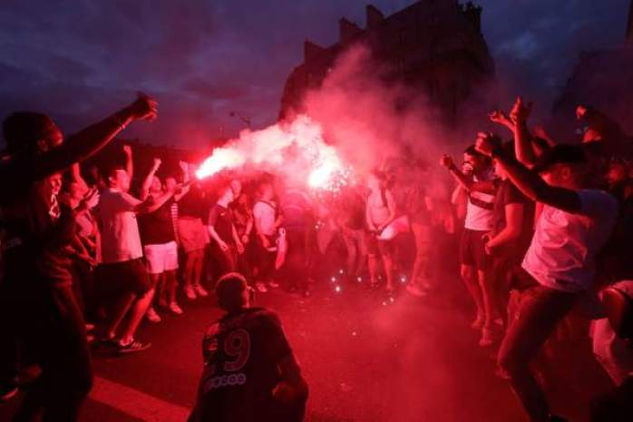 Russia 2018 : Over 20,000 Parisians Celebrates France's March To The World Cup Final 12