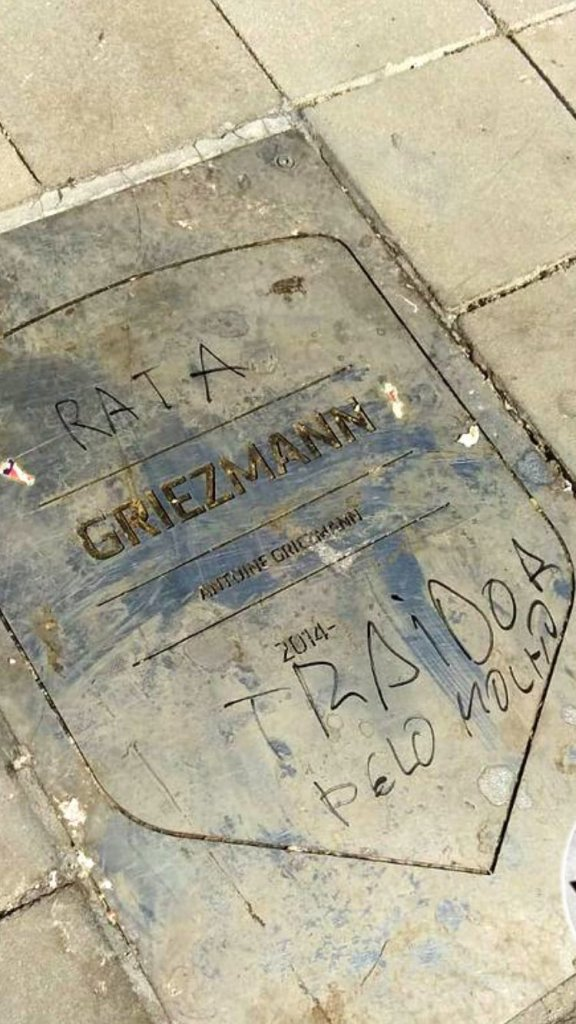 """""""Mop Haired Traitor"""" Griezmann Plaque At Wanda Metropolitano Defaced By Angry Fans Following Barca Move 4"""