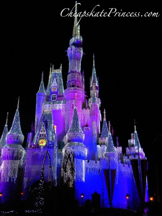 Cinderella Castle at Christmas, Cinderella Castle Christmas decorations, why go to Disney World at Christmas, Castle Dream Lights, Magic Kingdom Christmas, Disney Princess Christmas
