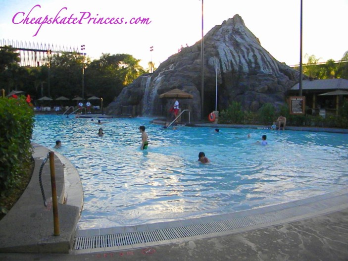 Disney pools, what are the best Disney World pools, Polynesian Resort pool, volcano pool,