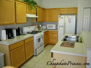 Fully Equipped kitchen in a rental house, rent a house on vacation,