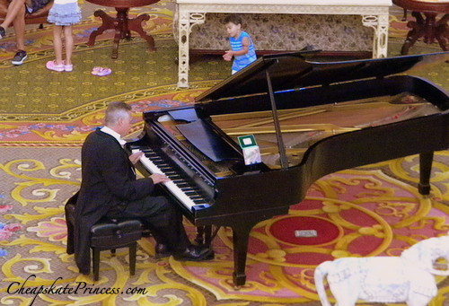 grand piano player at Disney's Grand Floridian Resort and Spa