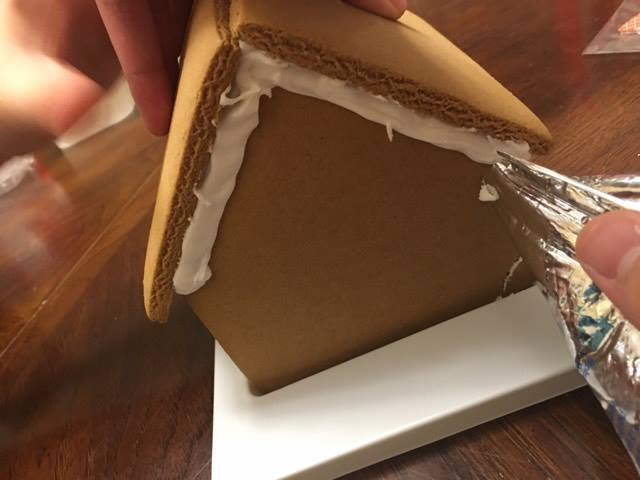 make a Disney gingerbread house for cheap