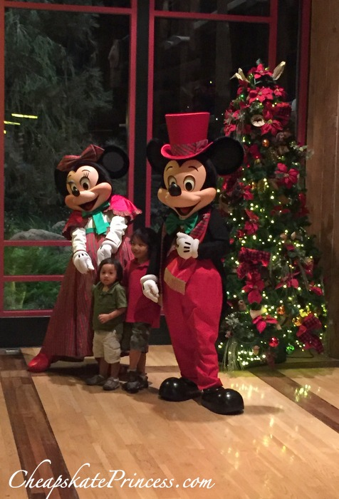mickey-and-minnie-at-wilderness-lodge-for-christmas